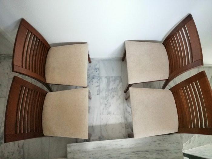 4 καρέκλες τραπεζιού σε καλή κατάσταση με ξύλινες πλάτες.. Photo 1