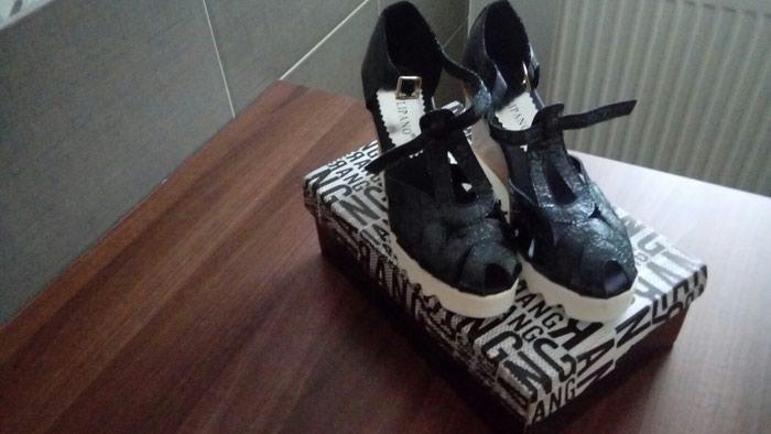 Sandale u broju 37. Nove ali imaju braon fleku na djonu. . Photo 1