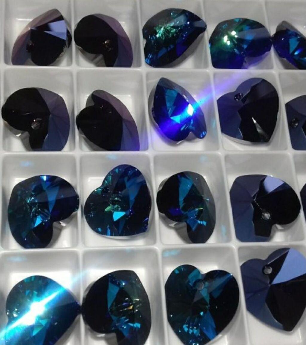 Nakit od Swarovski kristala raznih oblika i boja  u kombinaciji sa Srebrom cistoce 925, nerdjajuceg celika ili posrebrenih elemenata