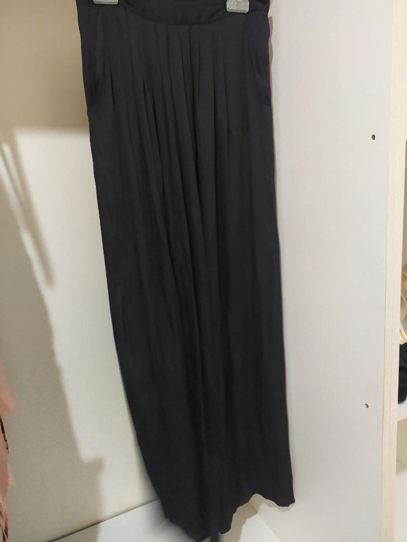 Μαύρη μακριά φούστα bershka Αφορετη