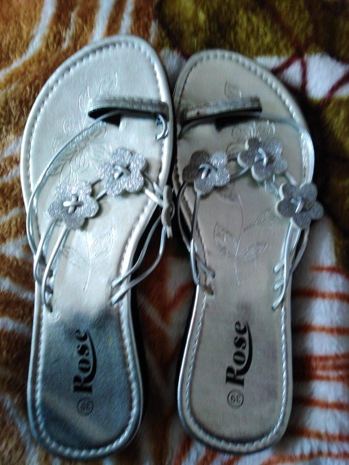 Srebrne papuce broj 39, jednom nosene. Photo 1