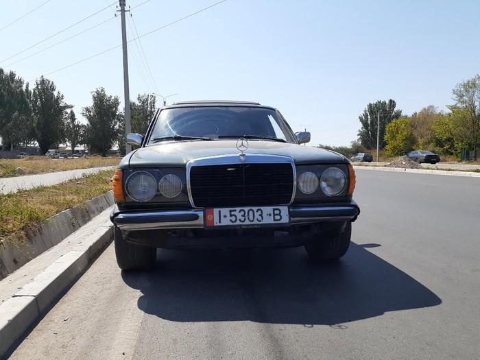 Mercedes-Benz W123 1981. Photo 1