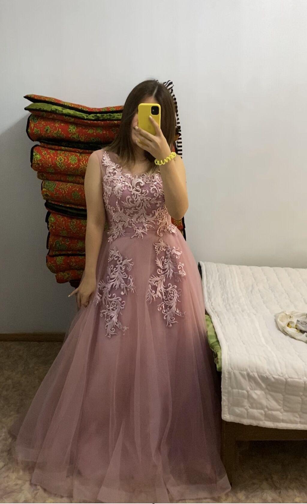 Продаётся новое, красивое  платье ! Узоры ручная работа