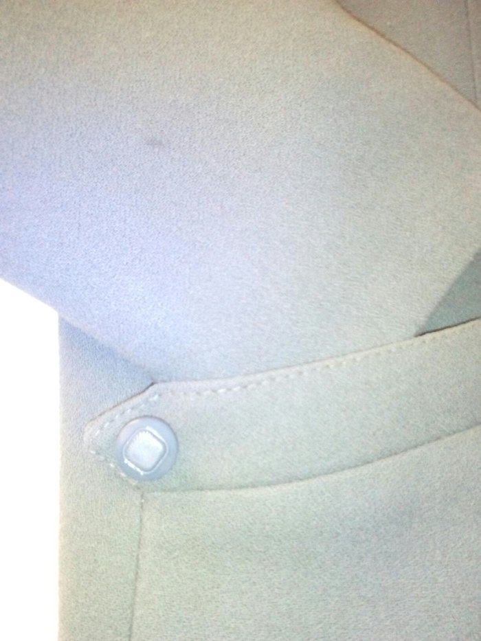 Σακάκι κρεπ έχει φορεθεί ΔΥΟ φορές με φούστα. Photo 2