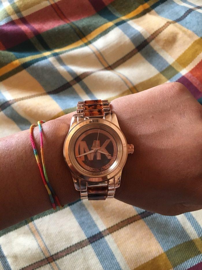 Qadın Krem rəngi Klassik Qol saatları . Photo 0