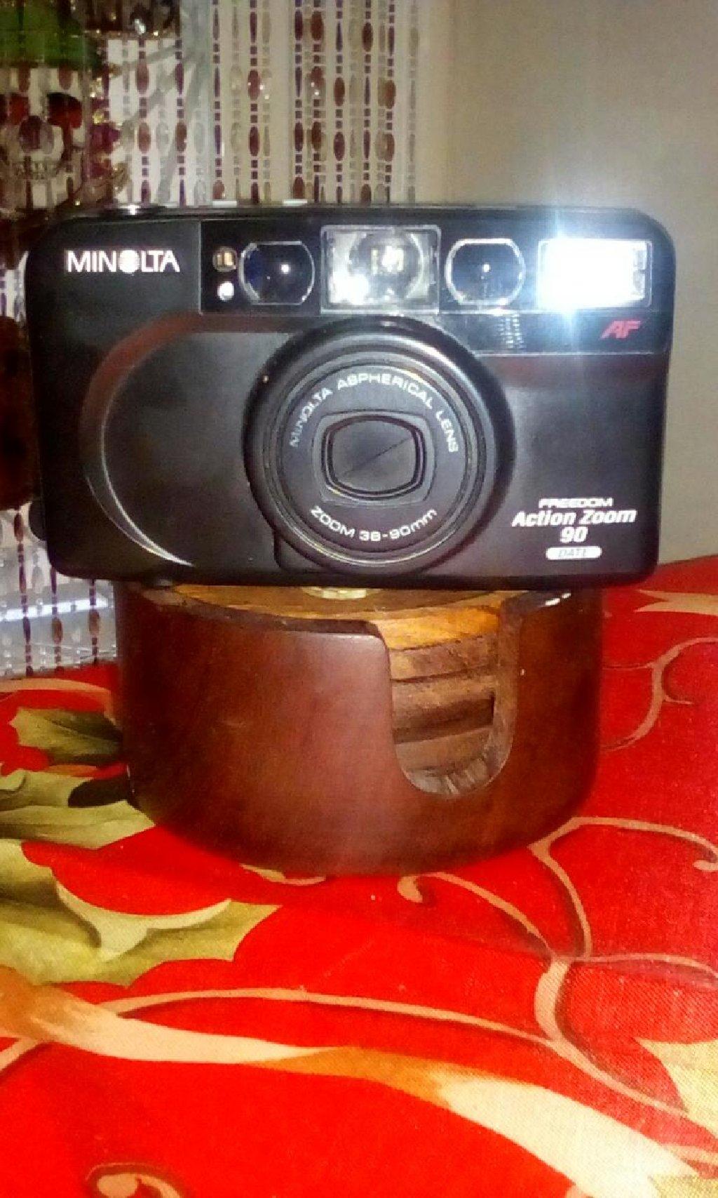 Φωτογραφικη μηχανη με φιλμ, δωρο η θυκη, σε καλη κατασταση