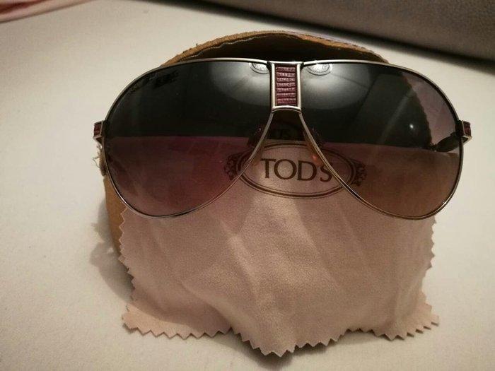 Γυαλιά ηλίου Tod's με μωβ λεπτομερειες. Photo 2