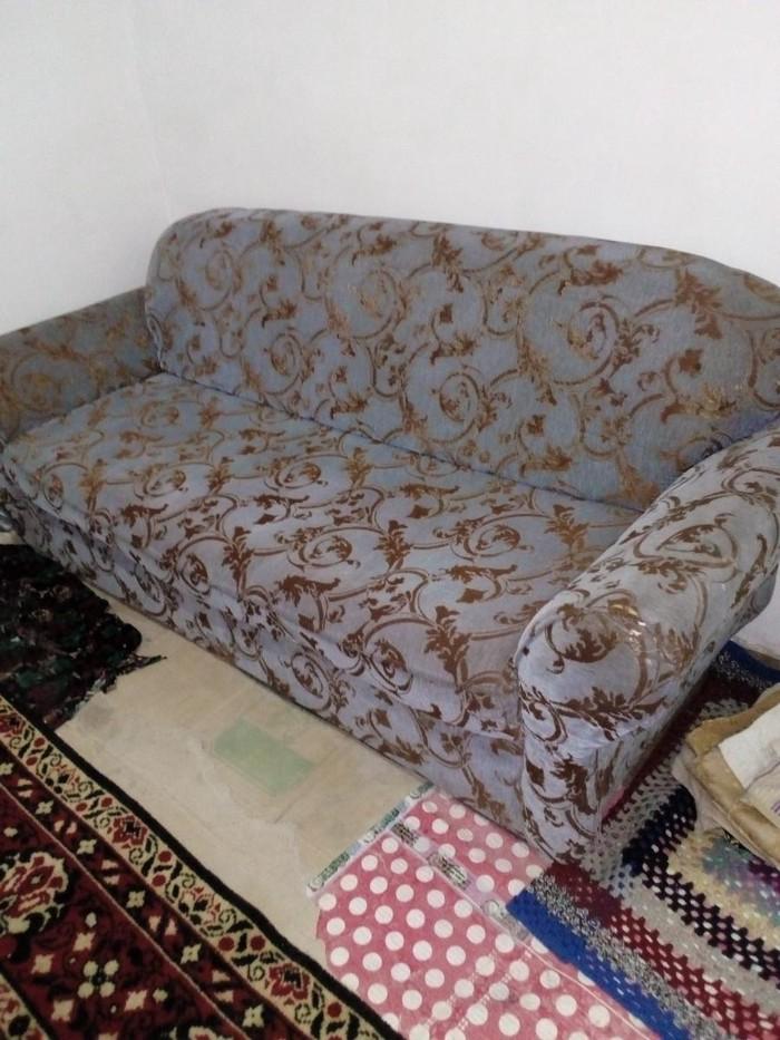 Диван ташкентский в отличном состояние не раскладной ткань драп. Photo 1