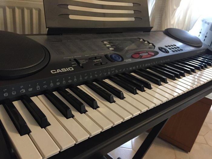 Αρμόνιο Casio CTK-551 Synthesizer, πολύ προσεγμένο, πλήρως λειτουργικό, σε άριστη κατάσταση, με 300 ρυθμούς, τόνους και αποθηκευμένα τραγούδια, με φωτιζόμενη οθόνη και με πολύ λίγες ώρες χρήσης