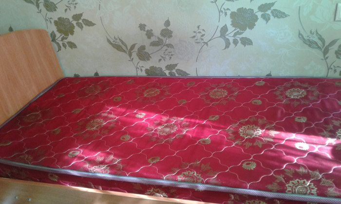 Продаю почти новые две кровати по 3500 сом. Обращаться по телефону . Photo 1