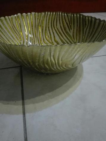 Βάζο χρυσού χρώματος με λευκές λεπτομέρειες (ελαφρώς μεταχειρισμένο). Photo 2