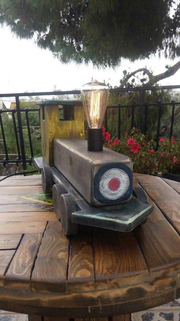 Ξύλινο τρενάκι φωτιστικό σε vintage υφος μηκους 50 cm με ενσωματωμένο  σε Αθήνα