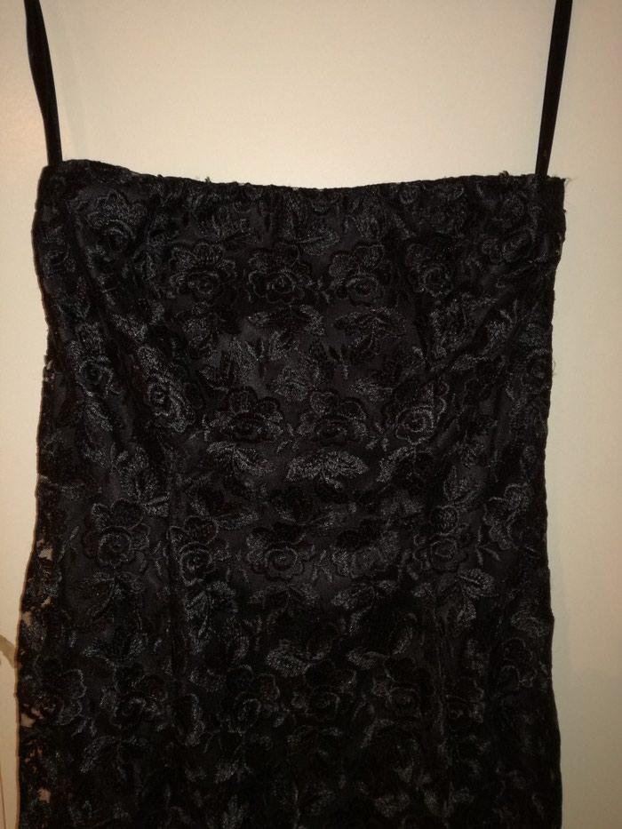 Predobra haljina cela od cvrste cipke i satenskom postavom,vel:S-M. Photo 2