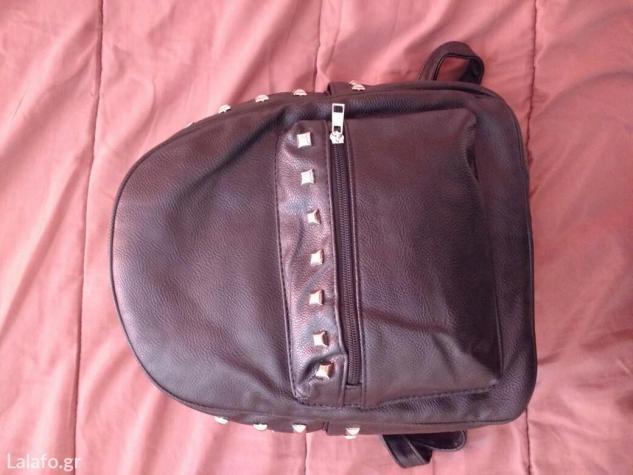 Τσάντα πλάτης μικρού- μεσαίου μεγέθους