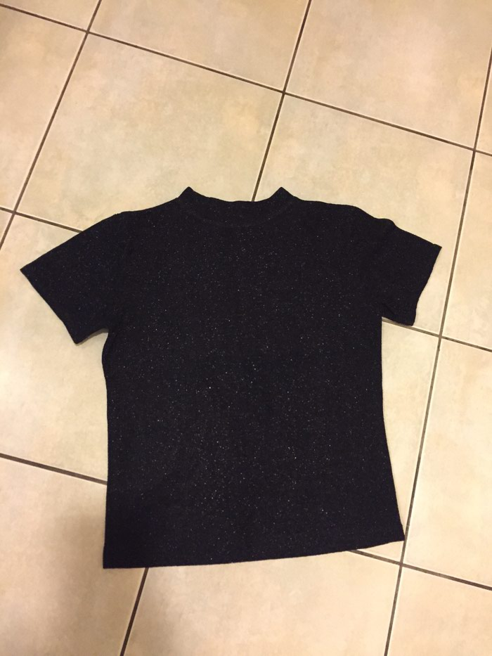 Μαύρο κοντο μπλουζακι απο υφασμα glitter No small . Photo 2
