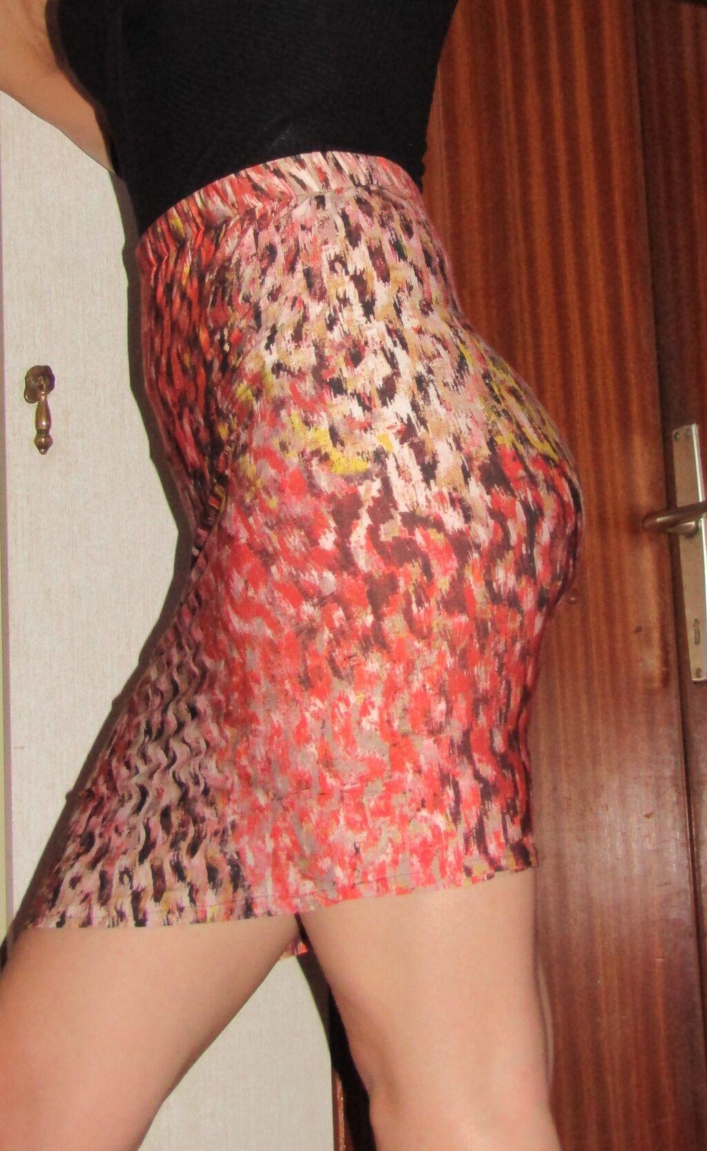 Prelepa suknja, rucno sivena od italijanskog materijala