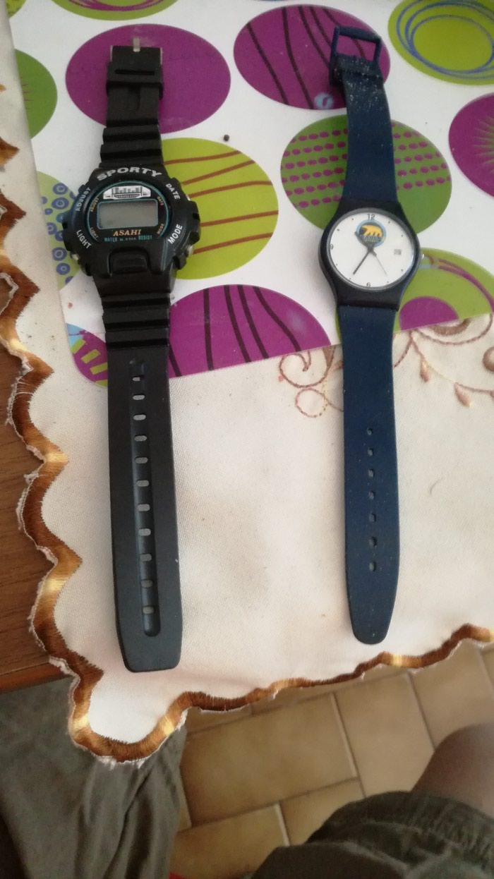 BAREN (Greek Battery Company) watch. It's the one on the right. It σε Καματερó