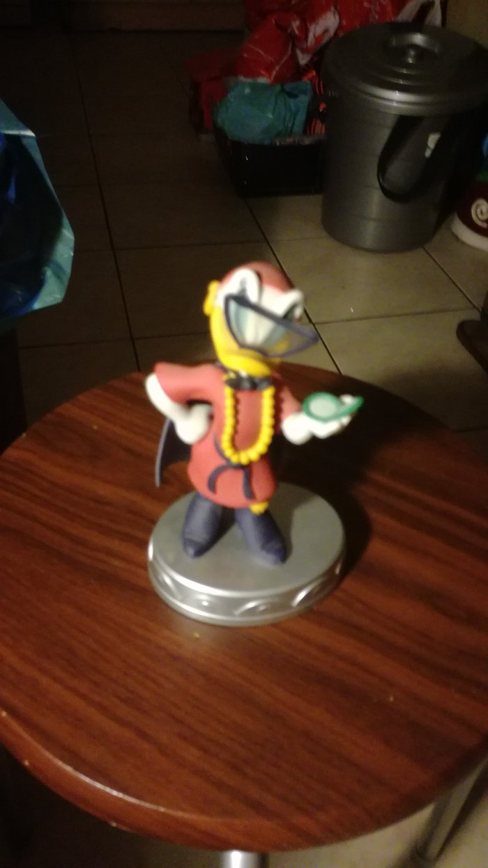 Super Daisy's statuette from Deagostini's series Disney collection. σε Καματερó