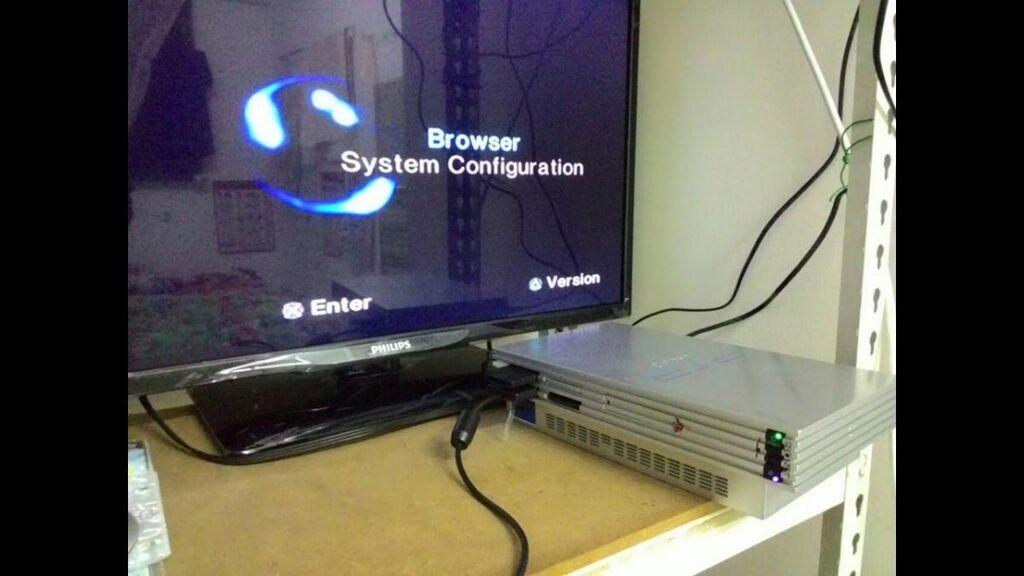 Playstasion 2 (silver) μαζί με ένα χειριστήριο και ένα memory με όλα τα καλώδια του και 10 παιχνίδια