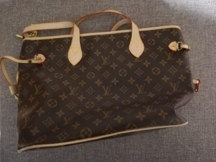 Πωλείται γυναικεία τσάντα σε άριστη κατάσταση!