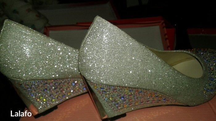 абсолютно новые туфли на платформе надевалось всего 1раз на свадьбу ра в Душанбе