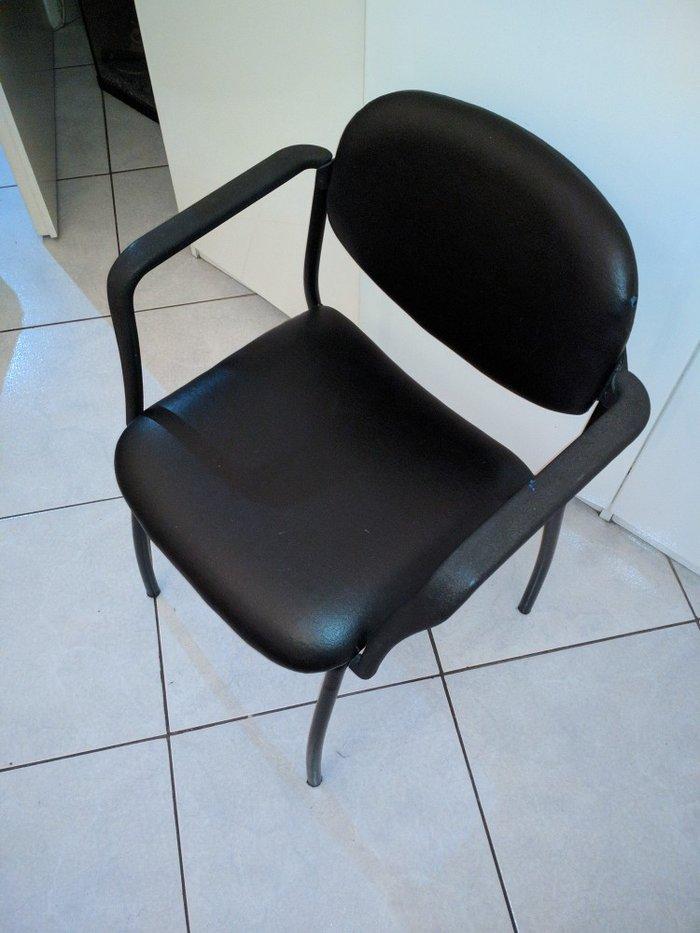 Πωλείται καρέκλα μαύρη σε εξαιρετική κατάσταση, ελαφρώς μεταχειρισμένη. Photo 1