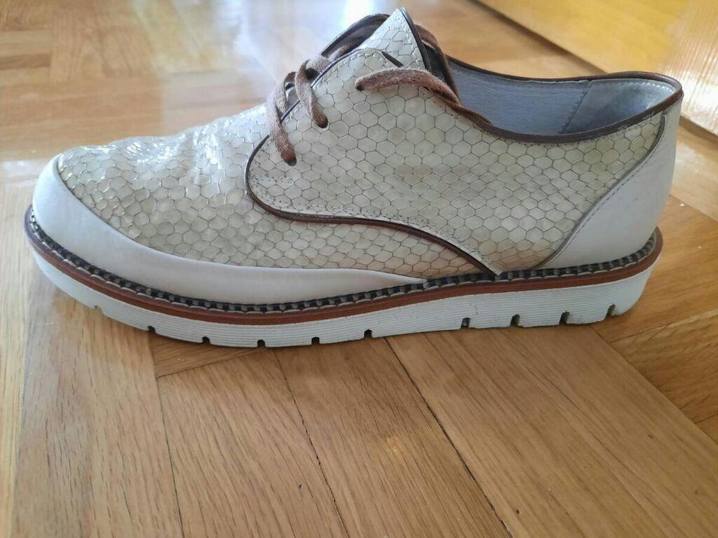 Zenska cipelica od prirodne kože, jako udobna, vrlo malo nošena i bez ikakvih ištećenja