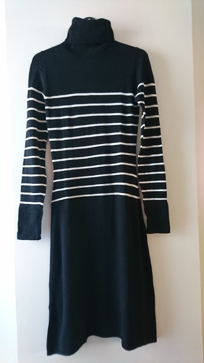 Zara πλεκτό φορεμα small αλλά έχει αρκετή ελαστικότητα σε Σαλαμίνα