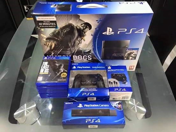 Ps4 pro games 2controllers and 5games. Photo 0