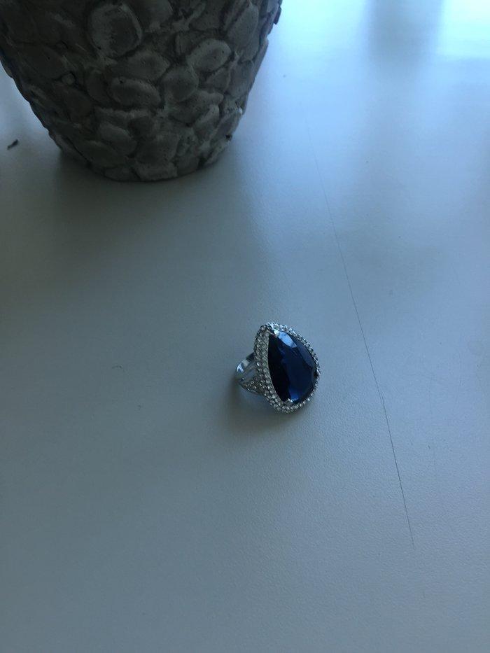 Bakı şəhərində Кольцо с камнями swarowski синим камнем в центре