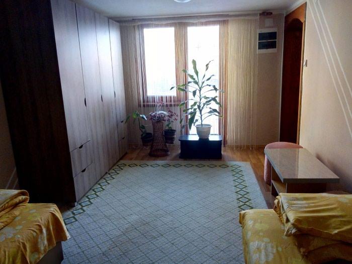Izdajem stan u kuci kompletno namesten. Tel.. Photo 5