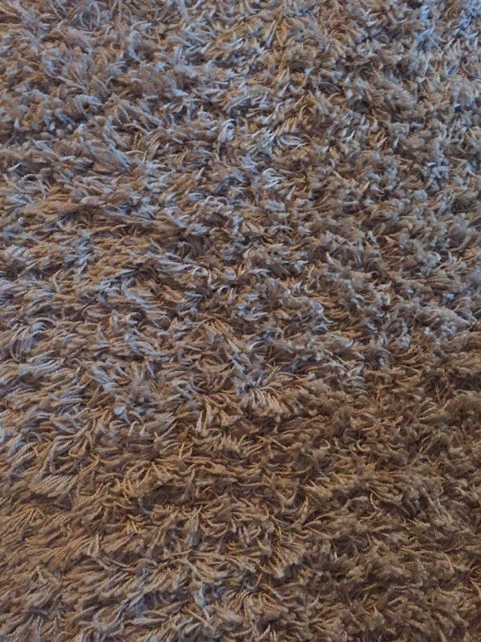 Tepih koriscen malo,dimenzije 2m sa 1,5!Boja bez!Ovalni oblik!Cist kao - Beograd