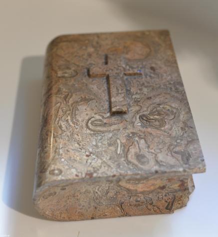Τέχνη και Συλλογές - Αθήνα: Μαρμάρινο βιβλίο press parier (ακρη είναι σπασμένη)