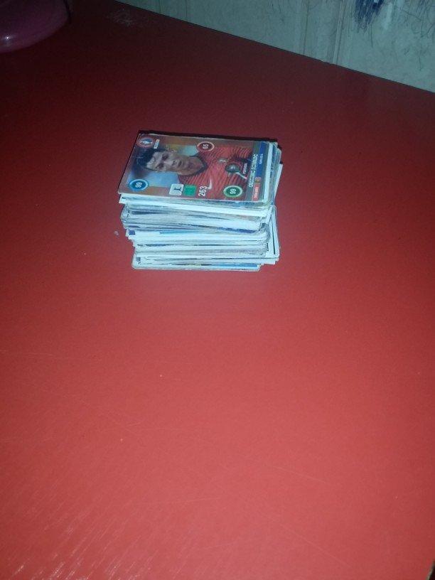 Xırdalan şəhərində 200 eded futbol karti tecili satılır içində 9 dənə ronaldo və digər ul