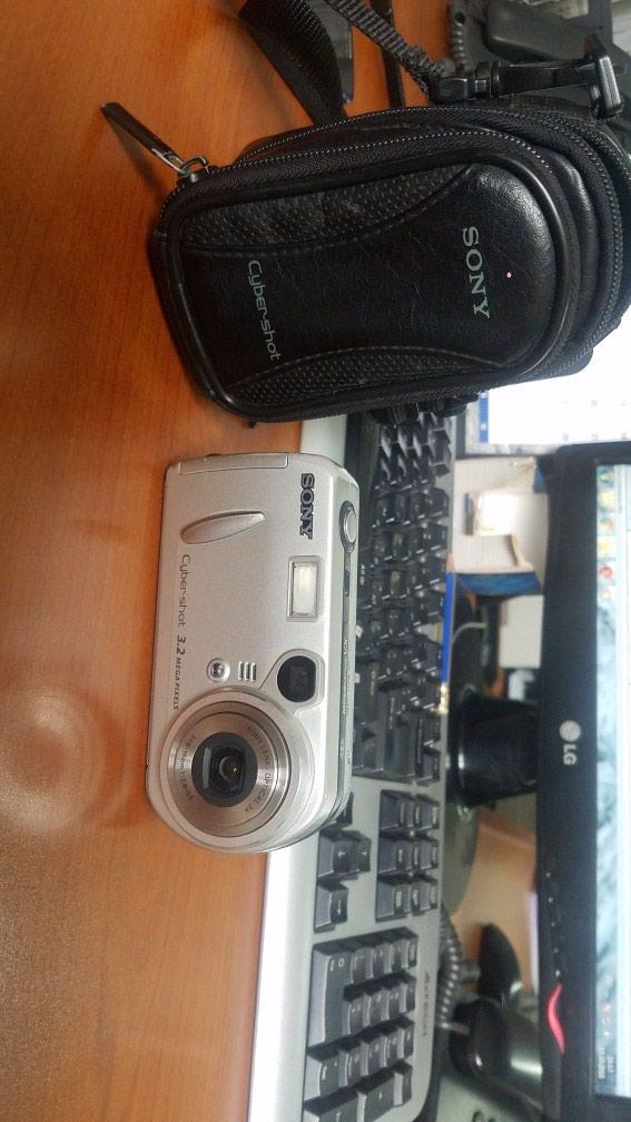 Срочно продаю фотоаппарат SONY, с сумочкой и зарядкой. в Бишкек