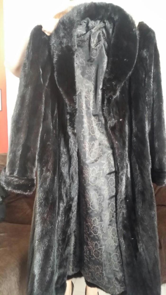 """Πωλείται γυναικεία γούνα """"ΒΙΖΟΝ"""" σέ άριστη κατάσταση, σάν καινούρια, αχρησιμοποίητη (έχει φορεθεί μόνο γιά τίς ανάγκες τής φωτογράφισης)"""