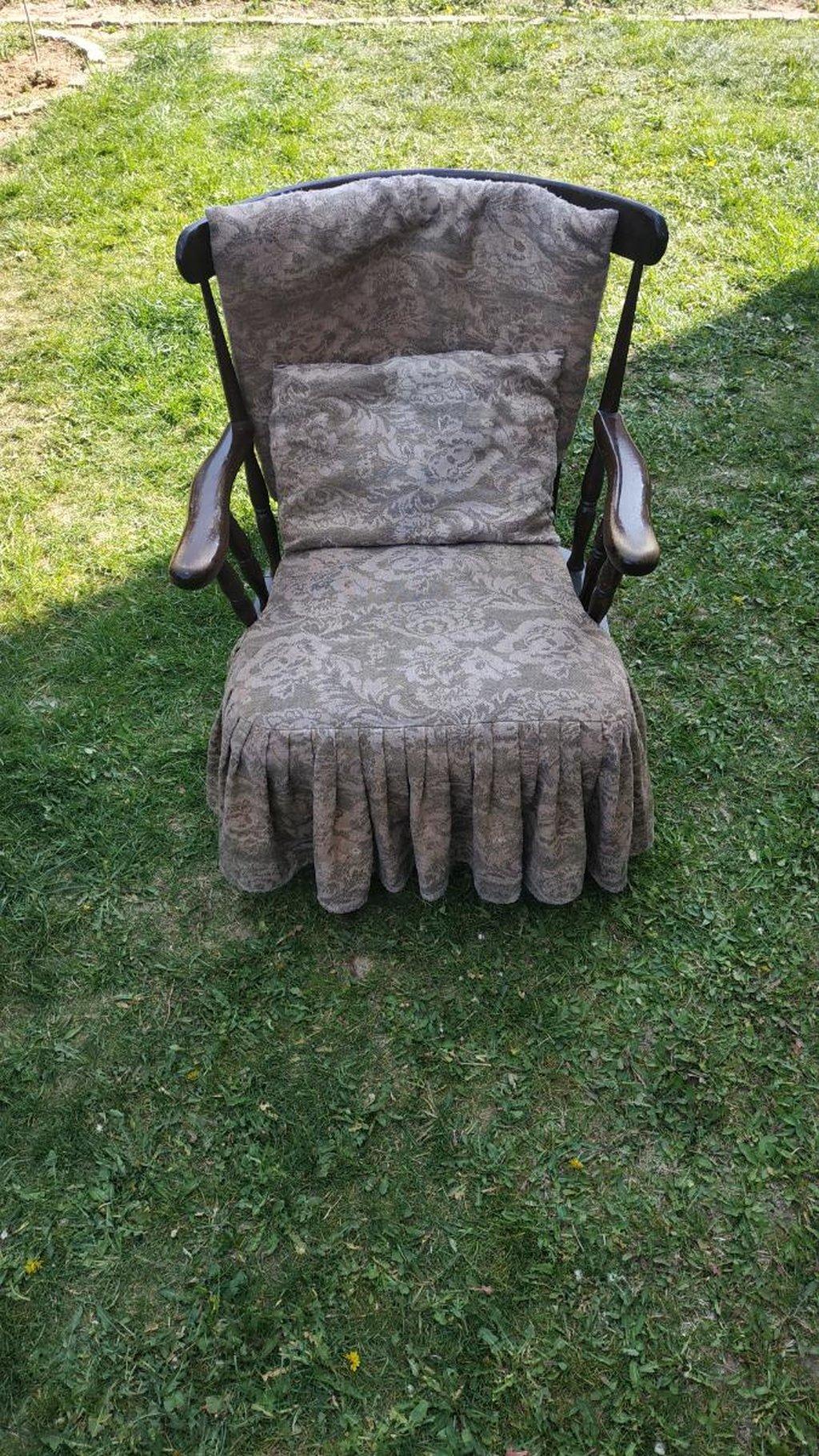 Stara stolica, fotelja za ljuljanje