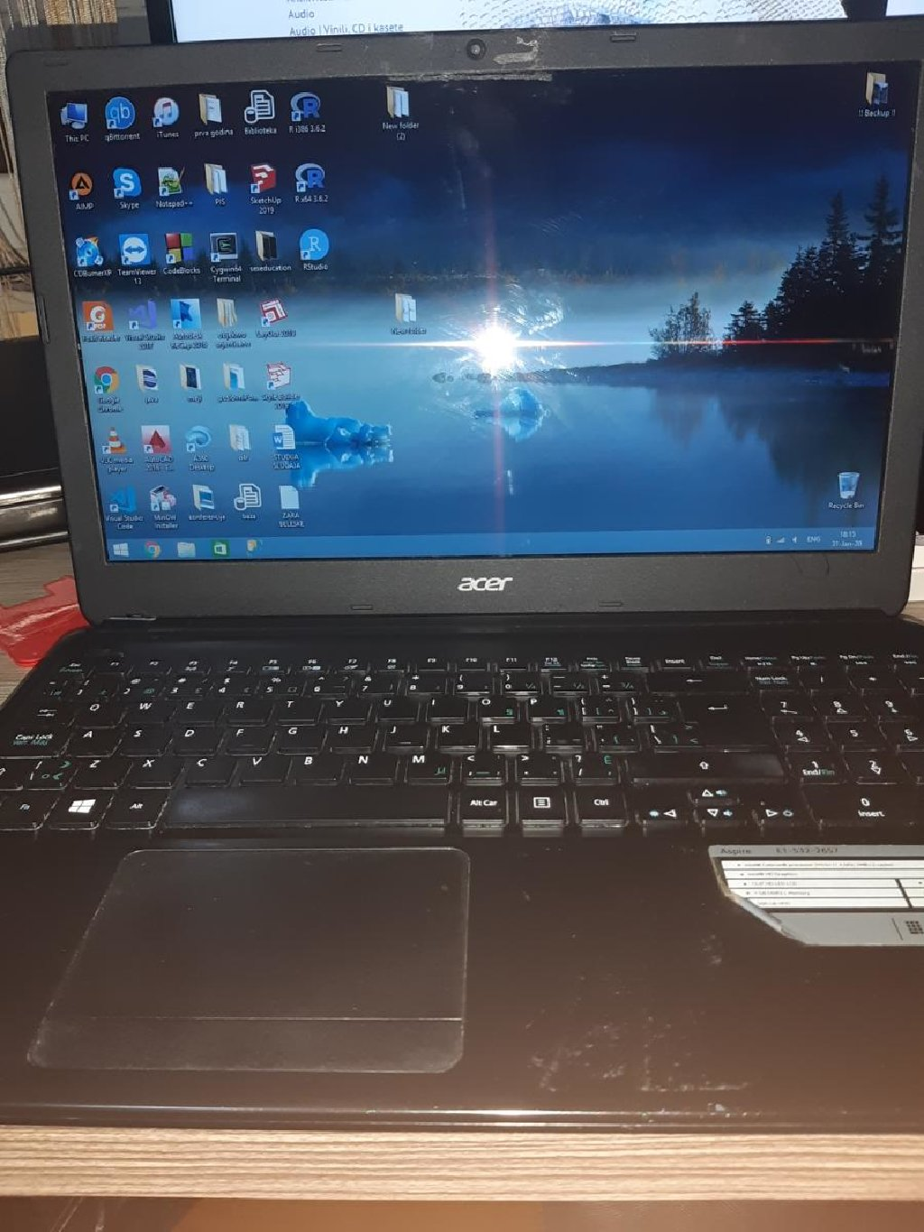 Acer aspire E1 Windows 8 Stanje 9/10