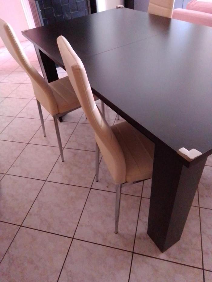 Πωλείται σε πολύ καλή κατάσταση απ' το Τηνιακο home τραπεζαρία με έκρου καρέκλες δερμάτινης