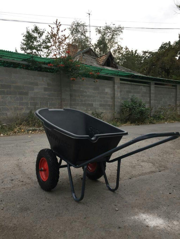 Продаем тачку 2 колесную,строит-садовой принадлежности,большой гибкий пластиковый кузов(не ломающийся),противоударный,усиленная рама,колесо безкамерное