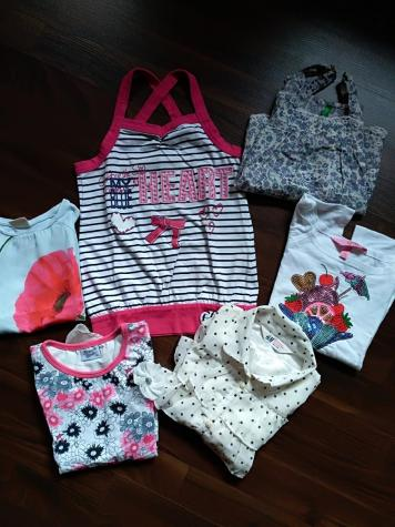 Paket od pet očuvanih majica za devojčicu. Veličina 4 - 5