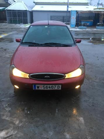 Ford mondeo 1. 8td ghia. Auto je kompletan i prodaje se u delovima. Re - Pozarevac