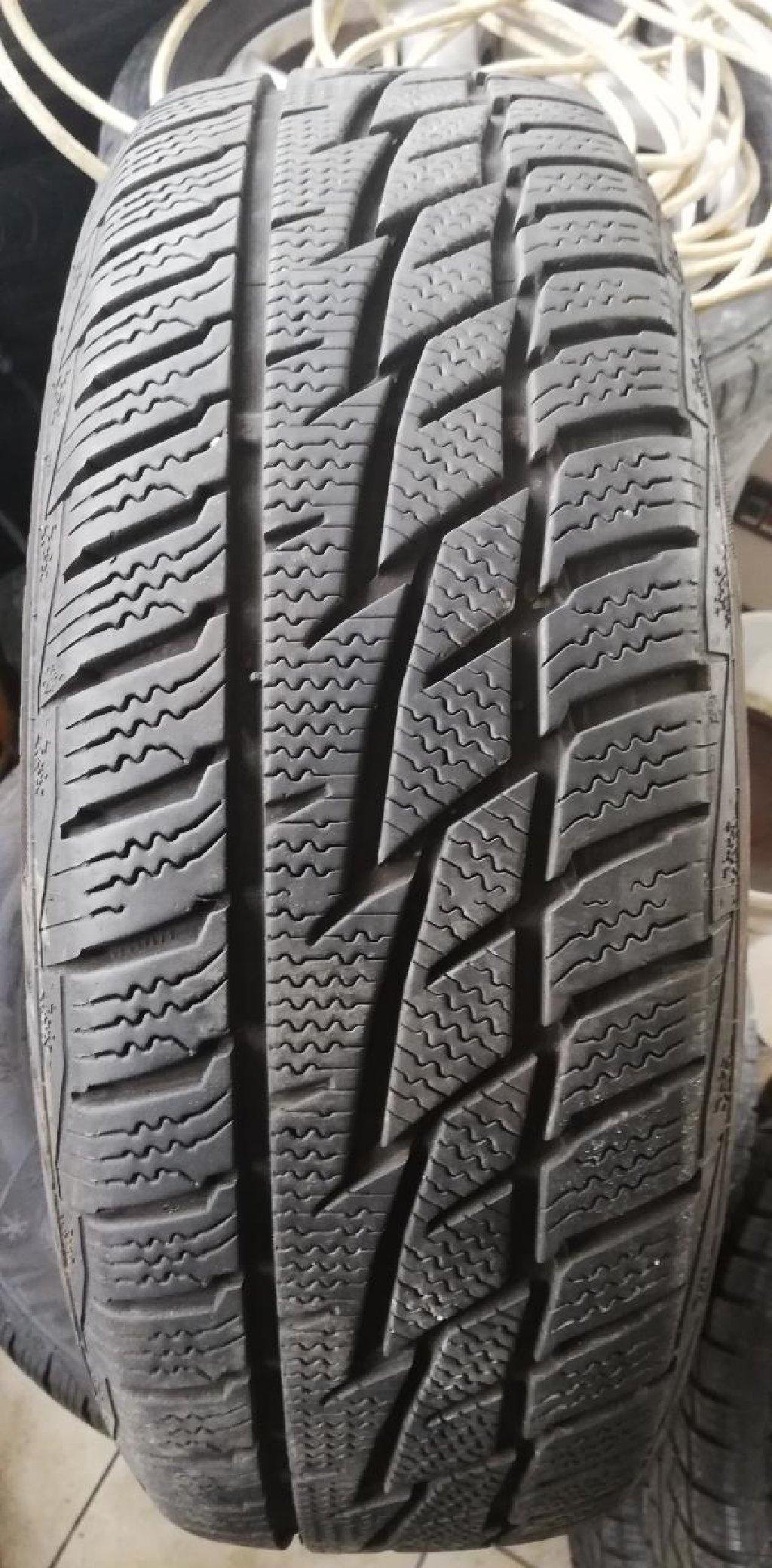 Matador zimske gume 185-60-15 gume ekstra stanje, sara 7,5mm sa felnama za fiat, proizvedene 2016 vozene 1 zimu, slike sve govore