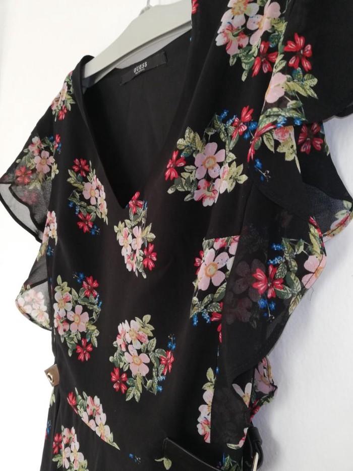 Prodajem novu Guess haljinu u XS velicini. Nije nosena. Bez ostecenja: Prodajem novu Guess haljinu u XS velicini. Nije nosena. Bez ostecenja