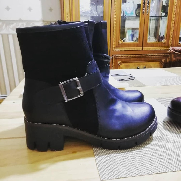 Новые ботинки из Турции. Размеры бордовые 36,черных 37.Цена 30 азн