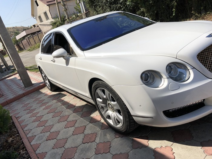 Bentley Continental Flying Spur 2006. Photo 1