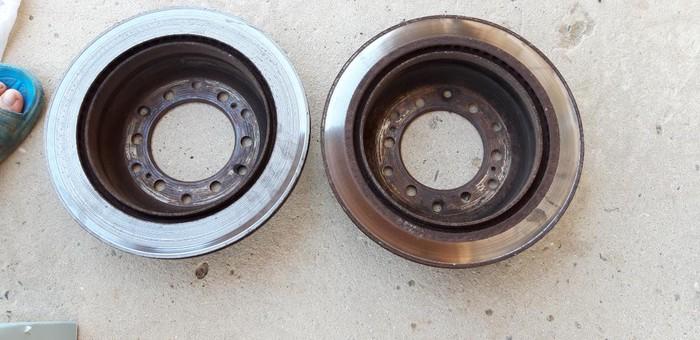 Toyota prado eylec diski. biri yonulmalidi nakladka yiyib. Photo 1