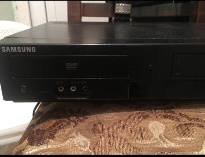 Dvd. Hem kaset hemde disk yeri var. Hec bir problemi yoxdu.. Photo 1