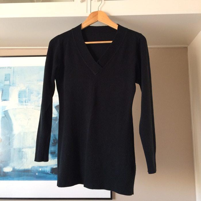 Μαύρο πλεκτό μακρύ πουλόβερ με γιακά V. σε Νέα Σμύρνη