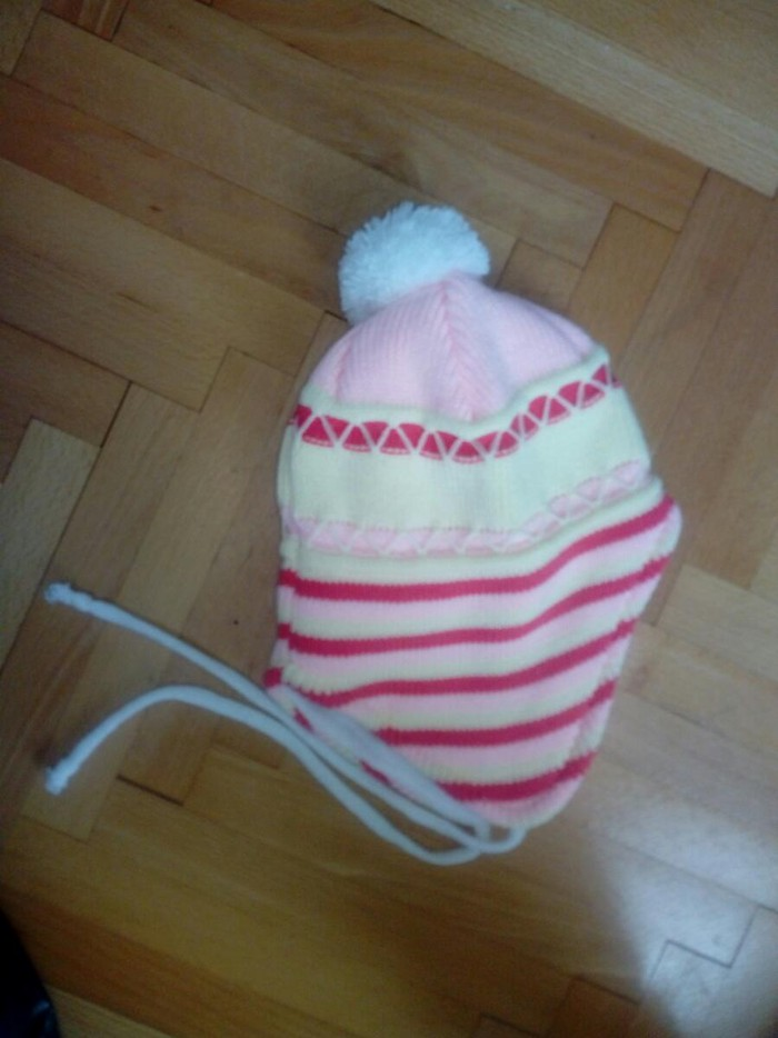 Ostala dečija odeća - Pozarevac: Kapa za devojcice